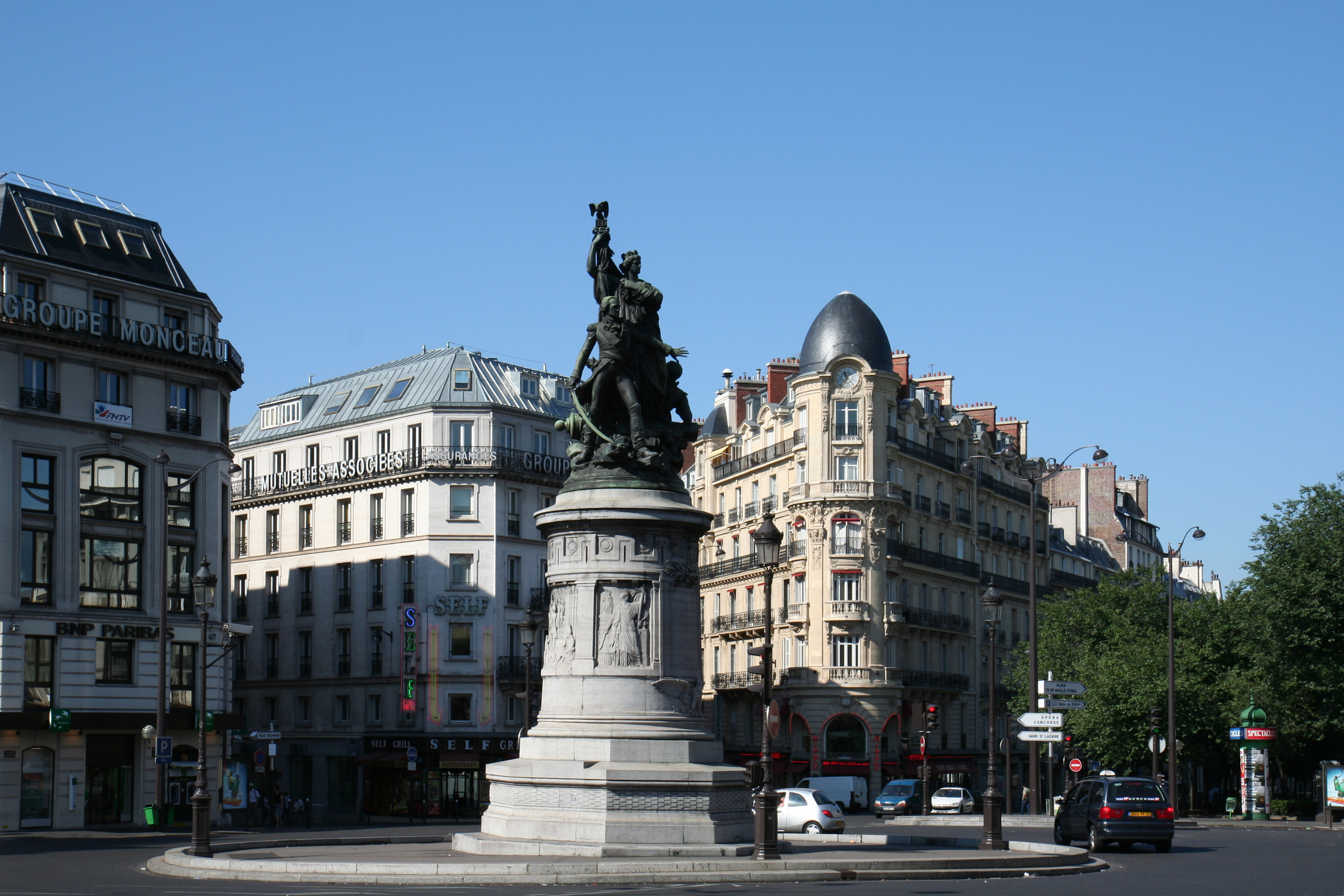 48/QUARTIER/Place_de_Clichy_and_Monument_of_Marechal_Moncey_Paris_15_July_2006.jpg